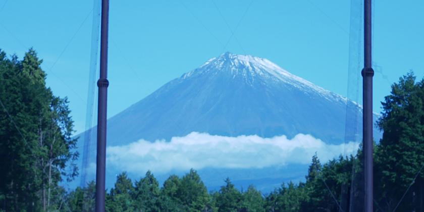 真正面の富士山に向けた豪快なショットが楽しめます